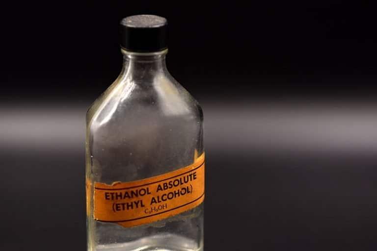 Ethanol in einer Flasche